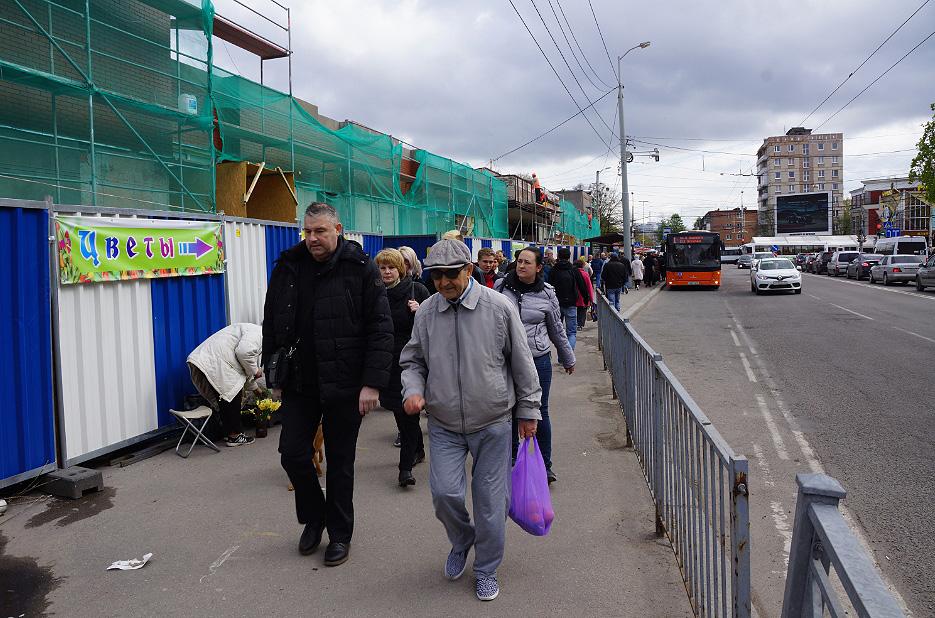 Протестующие торговцы рынка вышли наплощадь перед «Эпицентром»